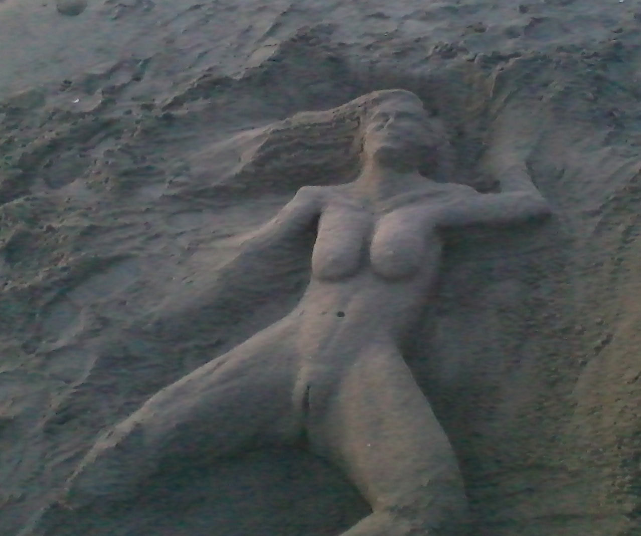 Bilderesultat for sexy sand sculpture